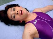 水泳選手魅夜 医務室でペニクリ診察